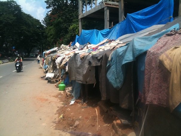 iphone-facebook-fan-page-missions-trip-india-slums