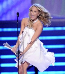 carrie underwood cell phone buzzing1