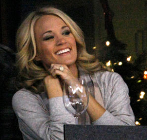 carrie underwood engagement ring close up 2