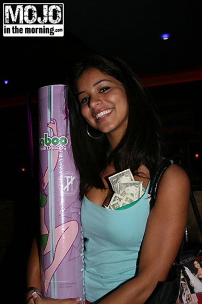 Rima Fakin Win Pole Dancing Contest