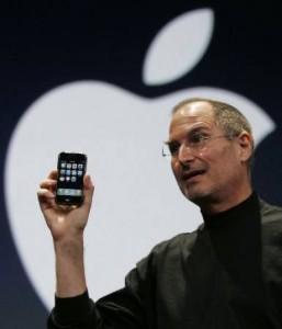 steve jobs shows iphone at macworld1