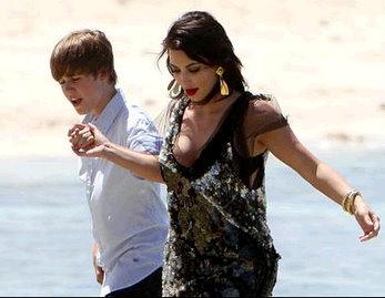 Kim Kardashian, Justin Bieber Beach Photos