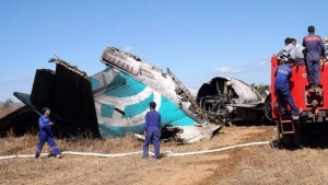 airliner-crash-lands
