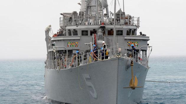 us-navy-ship-runs-aground