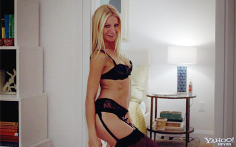 gwyneth-paltrow-strips-pictures