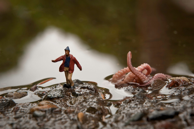 tiny-pictures-figurines-outdoors (14)