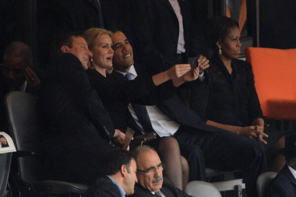 obama-selfies-at-funerals