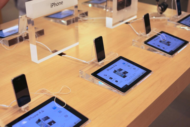apple beats samsung in market share